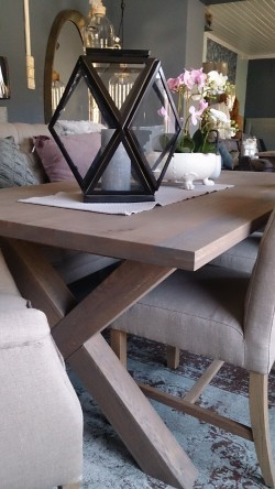 Spisebord i eik med kryssben 1.00x2.00m