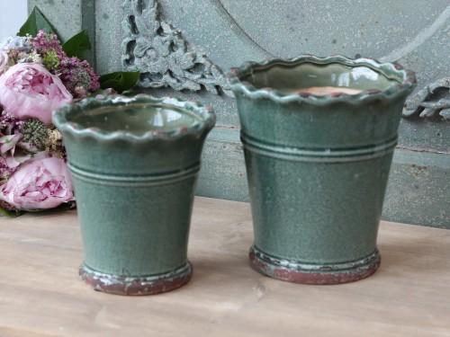 Grønn blomsterpotte med blondekant H 18cm