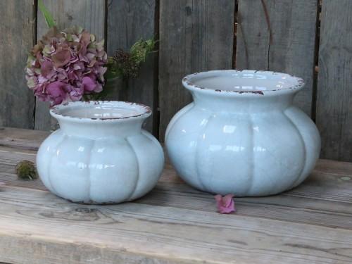 Sky blue blomsterskjuler/vase. H 16cm B 23cm